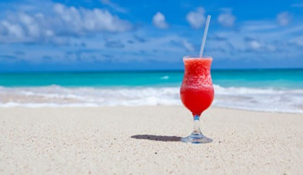 drink-on-beach-470x260