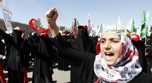 yemen-a-shiite-girl-shouts-during-a-muharram-procession-to-mark-ashura-in-sanaa-november-14-2013