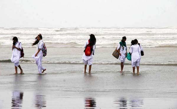 کراچی میں طالبات گھریلو تشدد سے تنگ آکر فرار ہوئیں، پولیس