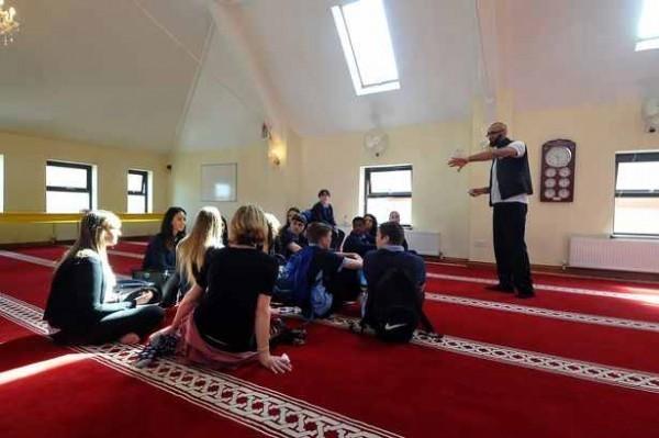 Cardiff Mosque Hosts Daily Ramadan Iftar