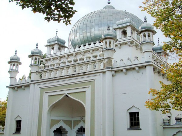 ahmadiyya-moschee-mosque-in-berlin-germany
