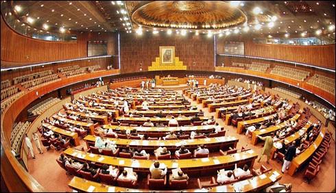 پارلیمانی تاریخ میں پہلی بار ایوان سیٹیوں سے گونج اٹھا
