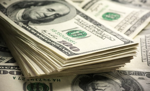 اوپن مارکیٹ میں ڈالر مزید 2 روپے مہنگا ہو کر 153 روپے کا ہو گیا