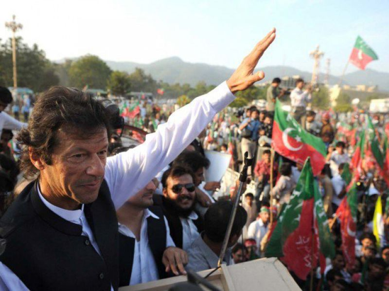 کشکول توڑنے کے دعویداروں نے 2 سال میں 18ارب کے قرضے لئے:عمران خان