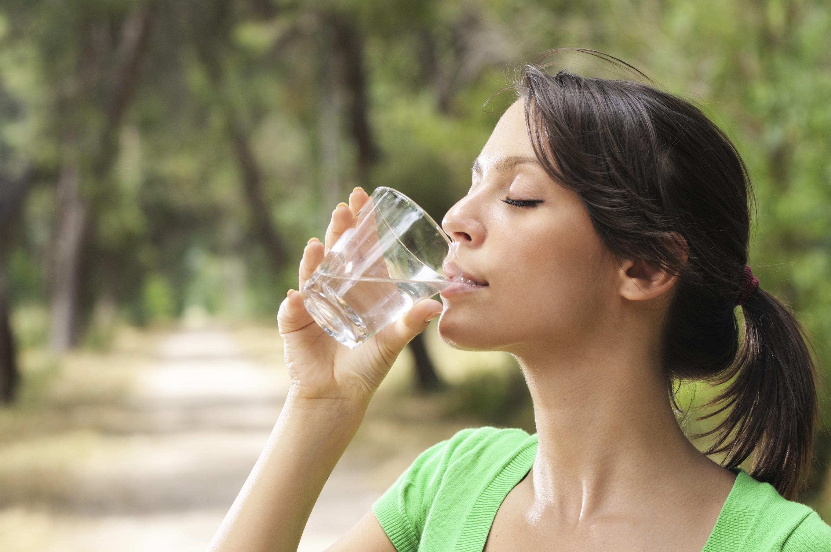 کس وقت ٹھنڈا پانی پینا انتہائی مفید ہوتا ہے اور کس وقت گرم پانی؟
