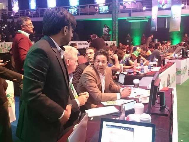 پاکستان سپرلیگ کیلئے کھلاڑیوں کی بولی: پشاورزلمے نے شاہد آفریدی کا انتخاب کرلیا