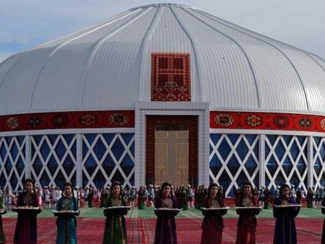 ترکمانستان کے صدر کی دھن پر 4 ہزار افراد نے گانا گا کرعالمی ریکارڈ قائم کردیا