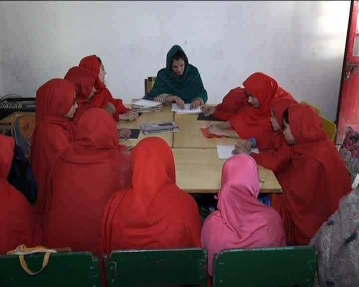 پشاورکی نابینا ہنرمند لڑکیاں