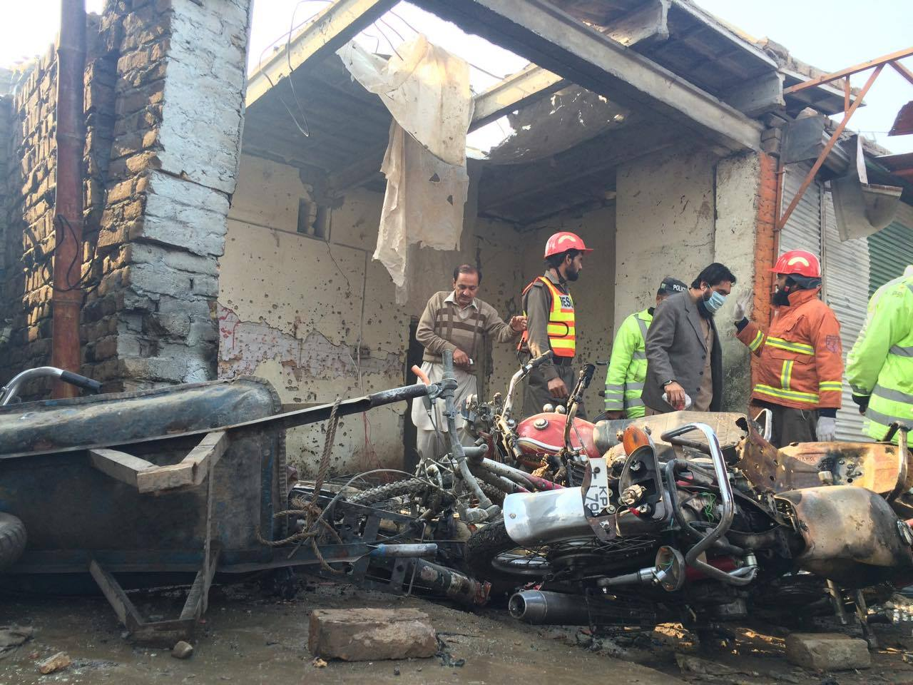 جمرود میں دھماکا،صحافی سمیت 10 افراد جاں بحق،16زخمی