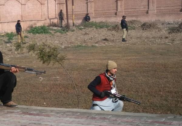 دہشت گردوں کو نشانہ بناتے ہوئے