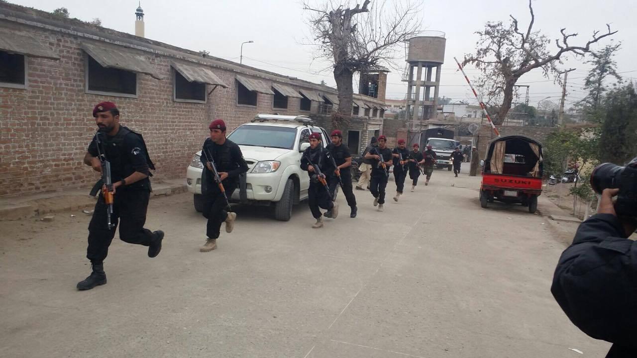 تعلیمی اداروں کے لئے تربیت:  پشاورميں پوليس کے خصوصی دستے کا علامتی اپريشن