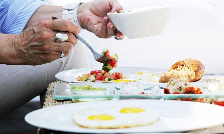 چھٹی والے دن دیر سے ناشتہ… وزن بڑھنے کی ایک اور وجہ