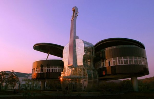 weird_and_wonderful_oneofakind_buildings_from_around_the_world_640_02