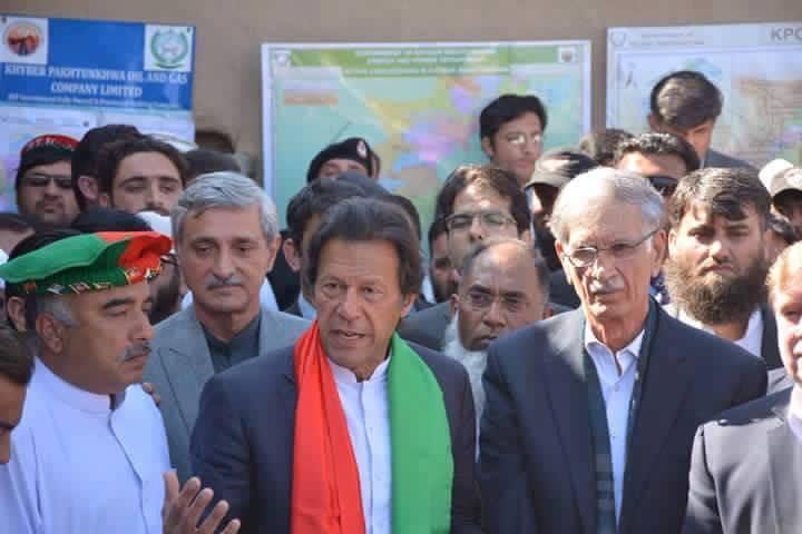 پشاور ميں گيس کی دريافت کيلئے عمران خان کا وفاق سے اين او سی کا مطالبہ