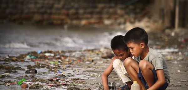1.3بلین لوگ 1.25ڈالر یومیہ پر زندگی گزار رہے ہیں اور ورلڈ بنک کے نزدیک یہ لوگ خط غربت سے نیچے ہیں