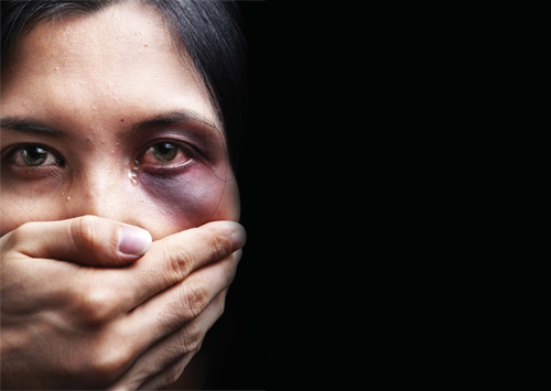 شوہر سے تحفظ فراہم کیا جائے' مبینہ تشدد کا شکار خاتون کی ویڈیو وائرل