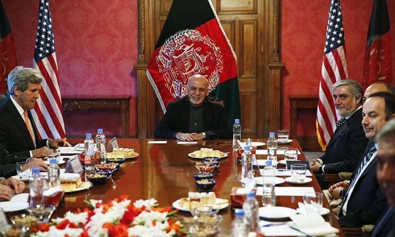 امریکی وزیر خارجہ کا دورہ کابل اور دھماکے