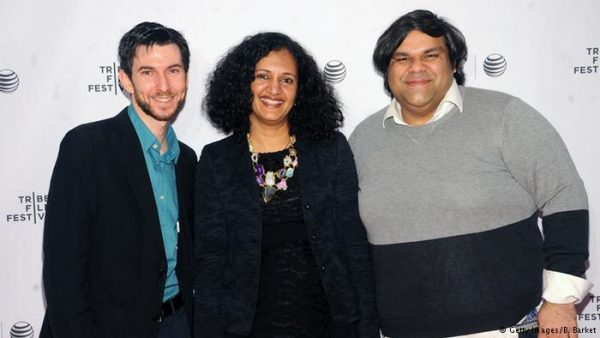 سترہ اپریل 2015ء کو نیویارک میں فلم 'امنگ دی بیلیورز' کی نمائش کے موقع پر (دائیں سے بائیں) ڈائریکٹرز محمد علی نقوی، حمل تریویدی اور پروڈیوسر جوناتھن گُڈمین لیوٹ