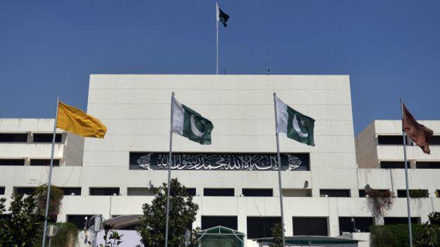 توہین مذہب کے الزام میں قتل کیے جانے والے مشال کیلئے پاکستان کی پارلیمان میں دعا