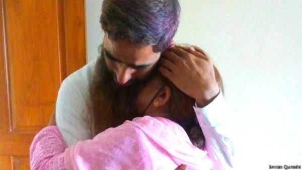 160601213722_nisar-ud-din_being_hugged_by_his_mother_624x351_imranqureshi