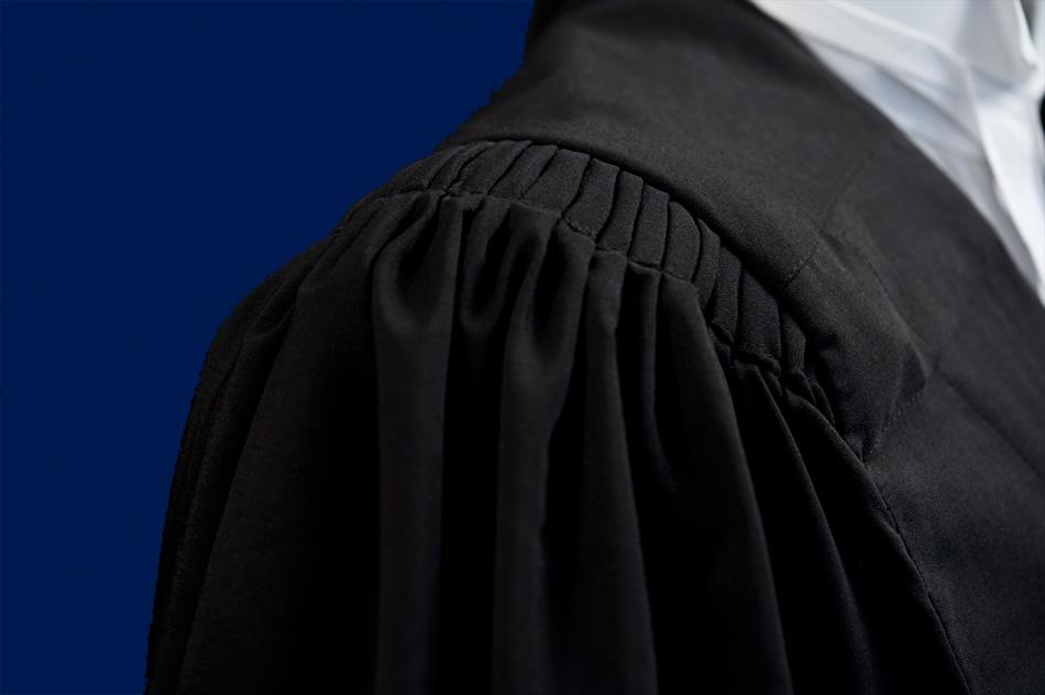 """"""" وکلاء کا کالا لباس.."""""""
