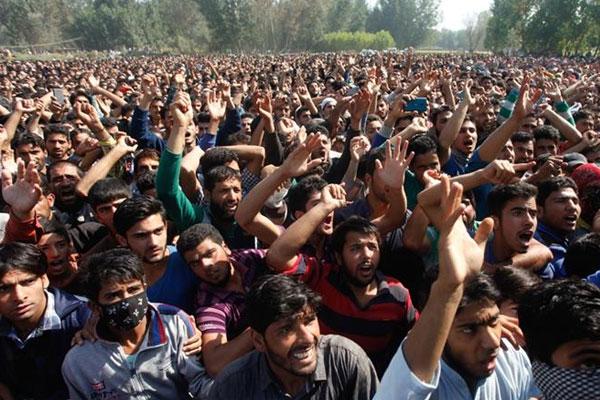 بھارت میں سوشل میڈیا پر بچوں کے اغوا کی افواہوں پر 14 افراد قتل