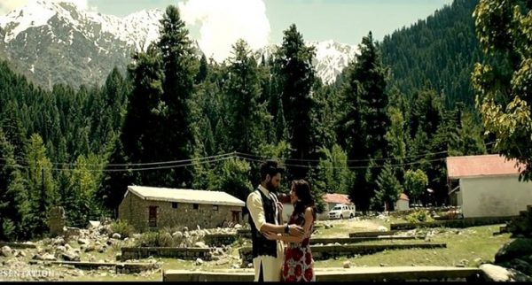 Ushna-Shah-Upcoming-Movie-Teri-Meri-Love-Story-First-Video-Song-Release