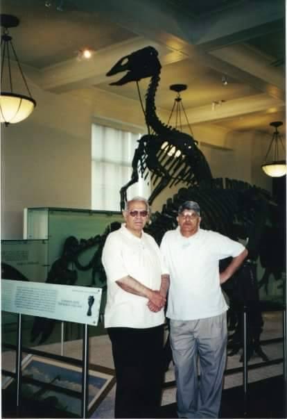 ڈاکٹر فاروق کے ساتھ صاحب مضمون کی ایک تصویر