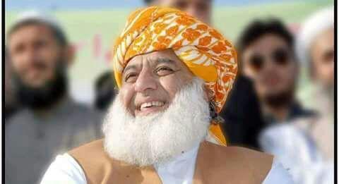 مولانا فضل الرحمان دیوبندی مدرسوں کی تنظیم وفاق المدارس العربیہ کے صدر کیوں بننا چاہتے ہیں ؟