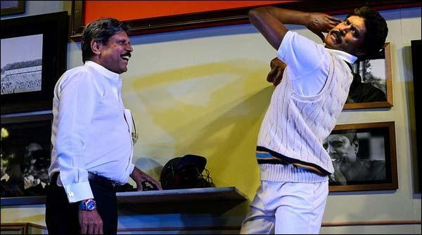 بھارتی کرکٹر کپل دیو اپنا مومی مجسمہ دیکھ کر حیرت زدہ