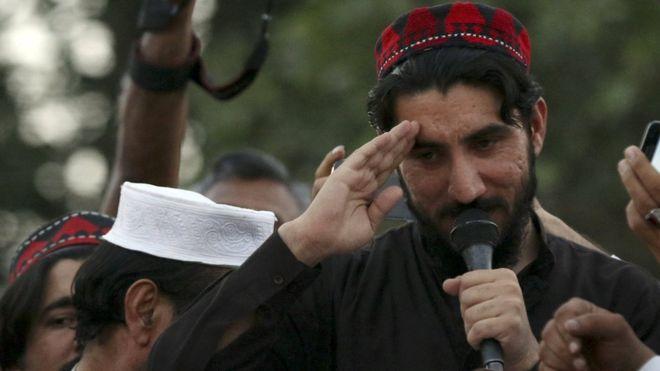 کرنل شیر خان شہید کے بھائی نے منظور پشتین کو قبر پر فاتحہ پڑھنے سے روک دیا