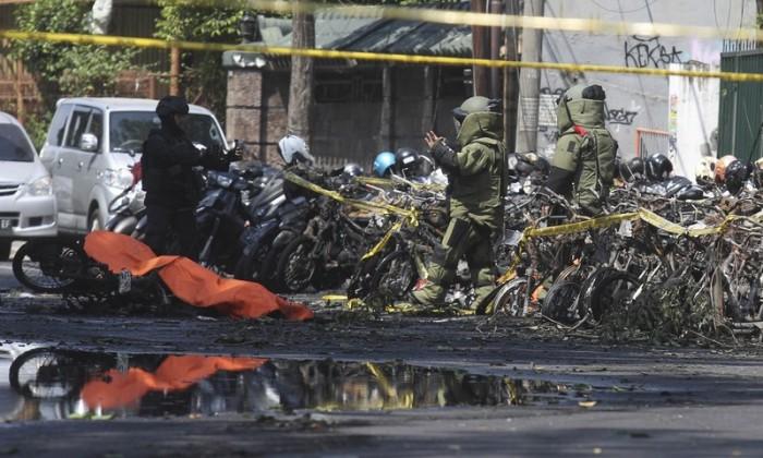 انڈونیشیا: 3 مسیحی عبادت گاہوں میں خود کش دھماکے، 9 افراد ہلاک