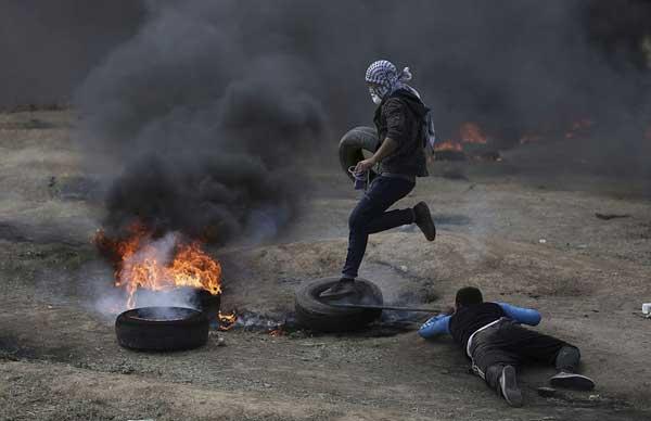 اسرائیلی فوج کی فائرنگ سے 52 فلسطینی شہید، 2200 سے زائد زخمی