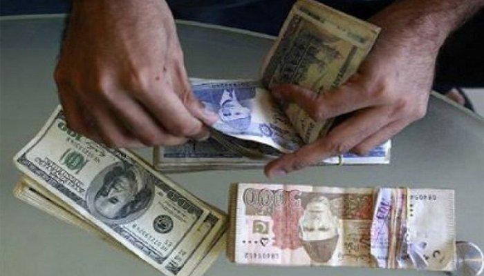 انٹر بینک مارکیٹ میں ڈالر 121 روپے 50 پیسے کی بلند سطح پر پہنچ گیا