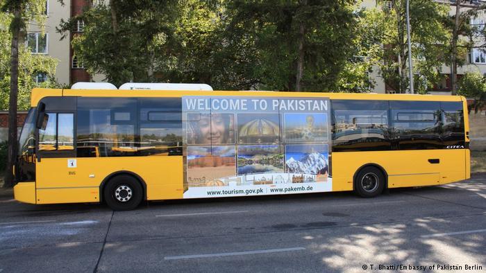 'ایمرجنگ پاکستان' کی تشہیری مہم اب برلن کی بسوں پر
