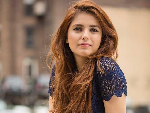 مومنہ مستحسن یوٹیوب پر 100 ملین ویوز حاصل کرنےوالی پہلی پاکستانی گلوکارہ