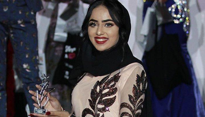 سارہ افتخار— مِس انگلینڈ فائنل مقابلے میں حجاب پہننے والی پہلی مسلمان خاتون
