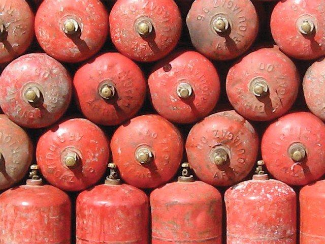 ایل پی جی کےگھریلو سلنڈرکی قیمت میں 94 روپےکا اضافہ