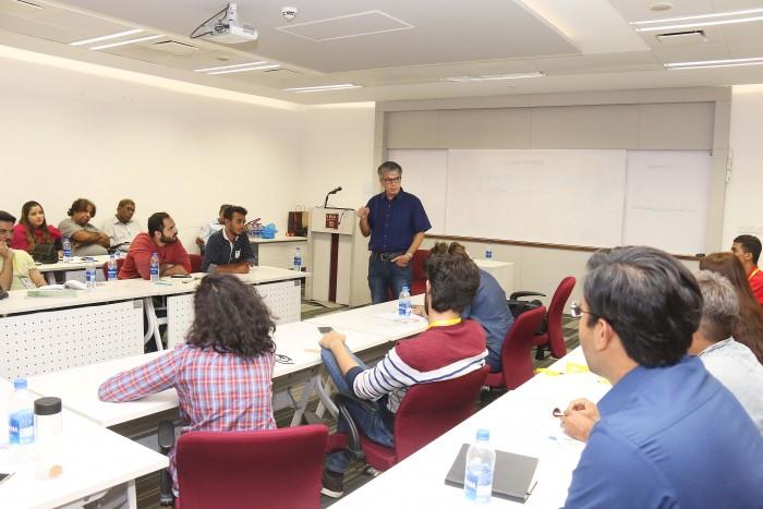 کراچی میں بھارتی اسکرپٹ رائٹر اشونت ملک کا ورکشاپ
