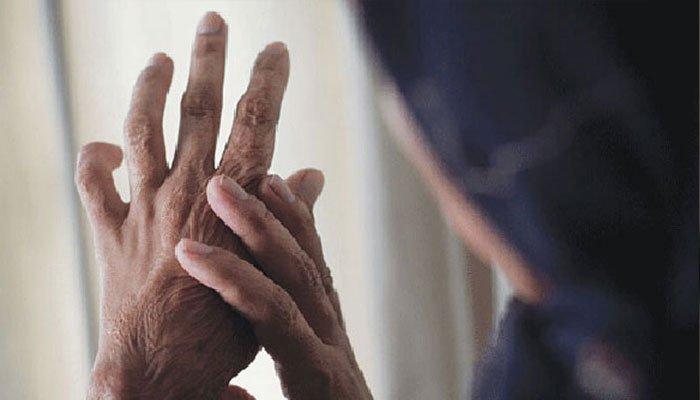 نارووال: کم جہیز لانے پر بیوی کو تیزاب پلانے والا شوہر گرفتار