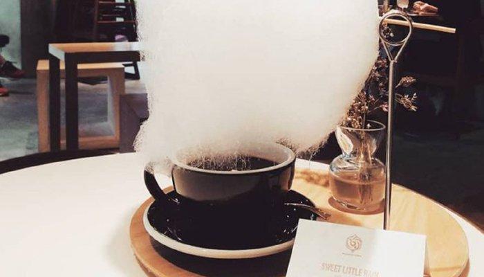 کافی کے کپ پر مٹھاس کی بارش