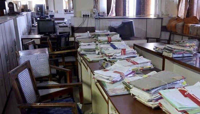 وفاقی حکومت نے دفاتر میں حاضری 50 فیصد کردی
