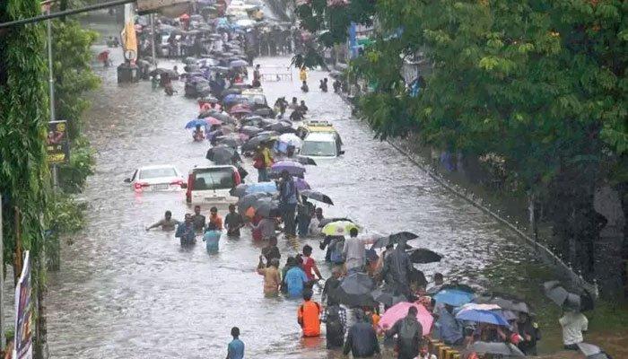 بھارت میں ایک صدی بعد ریکارڈ بارش، مختلف حادثات میں 134 افراد ہلاک