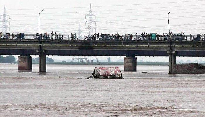 دریائے ستلج میں کشتی الٹنے سے 8 افراد جاں بحق، کئی لاپتہ