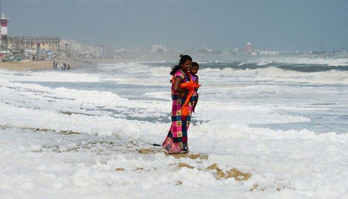 زہریلے مواد سے بھارت کا مشہور سیاحتی ساحل سفید ہو گیا