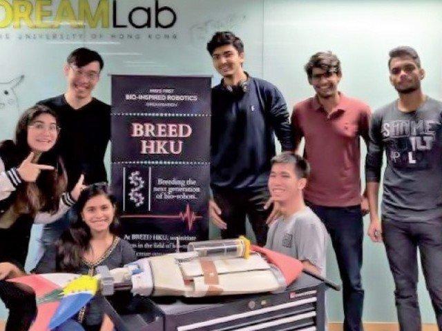پاکستانی نوجوان تیز رفتار مچھلی روبوٹ بنانے والی ٹیم میں شامل