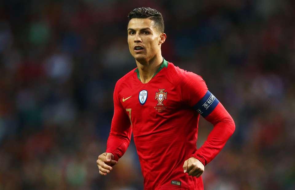 عالمی شہرت یافتہ فٹبالر رونالڈو بھی کورونا کا شکار ہوگئے