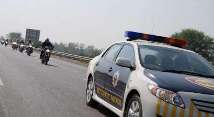 موٹر وے پولیس کو گالیوں سے بچائیں