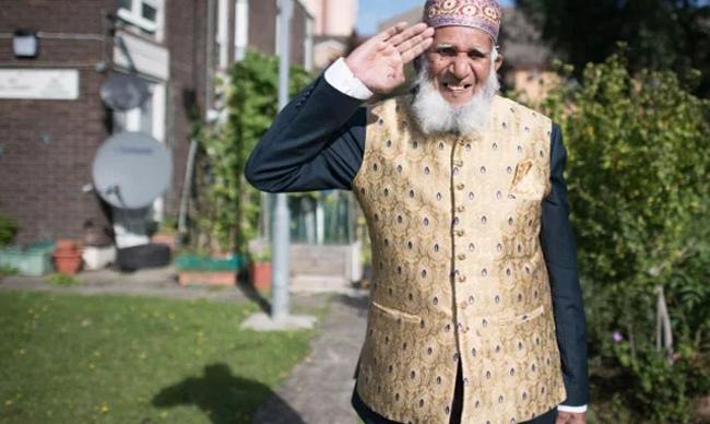 برطانیہ: روزے کی حالت میں واک کرکے فنڈ جمع کرنیوالے 101سالہ بابا کے چرچے